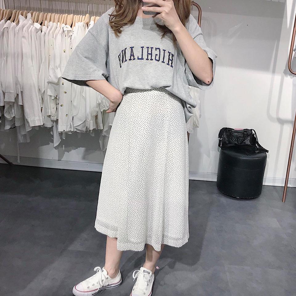 Áo phông kết hợp với chân váy – Ai nói nhàm chán?