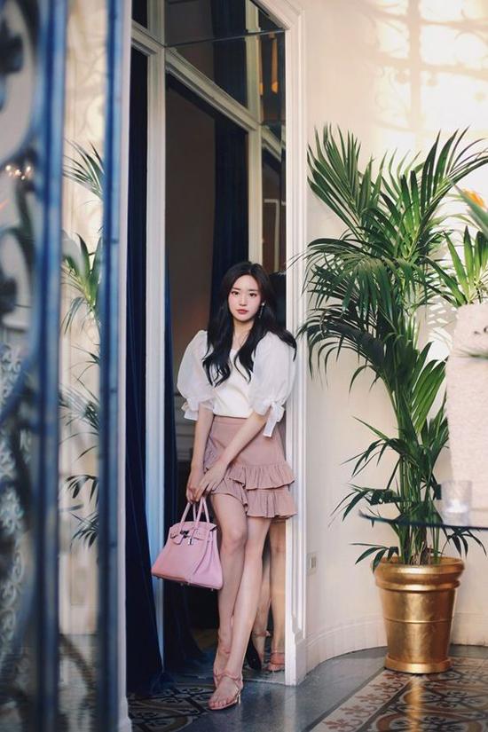 Mix áo trắng cho nàng công sở đẹp lộng lẫy