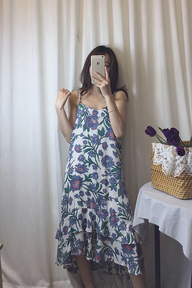 Ngọt ngào và sexy với váy hoa hai dây dáng dài