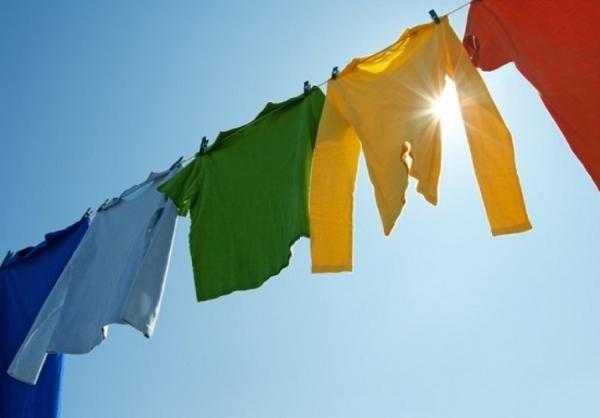 Cách làm sạch quần áo hàng thùng