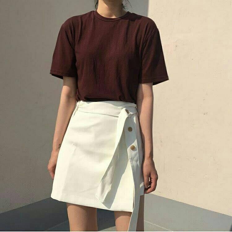 Chân váy trắng có làm anh lo lắng?