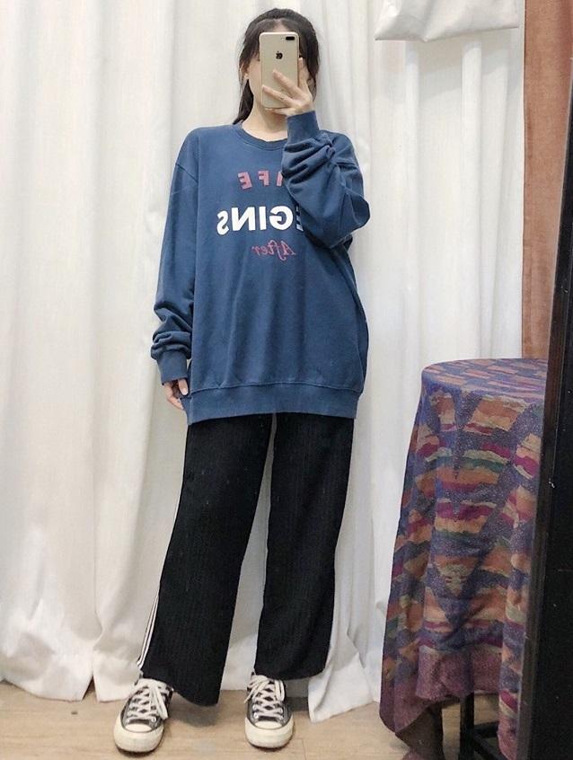Áo nỉ hoạ tiết – item được nhiều cô nàng yêu thích thu đông này