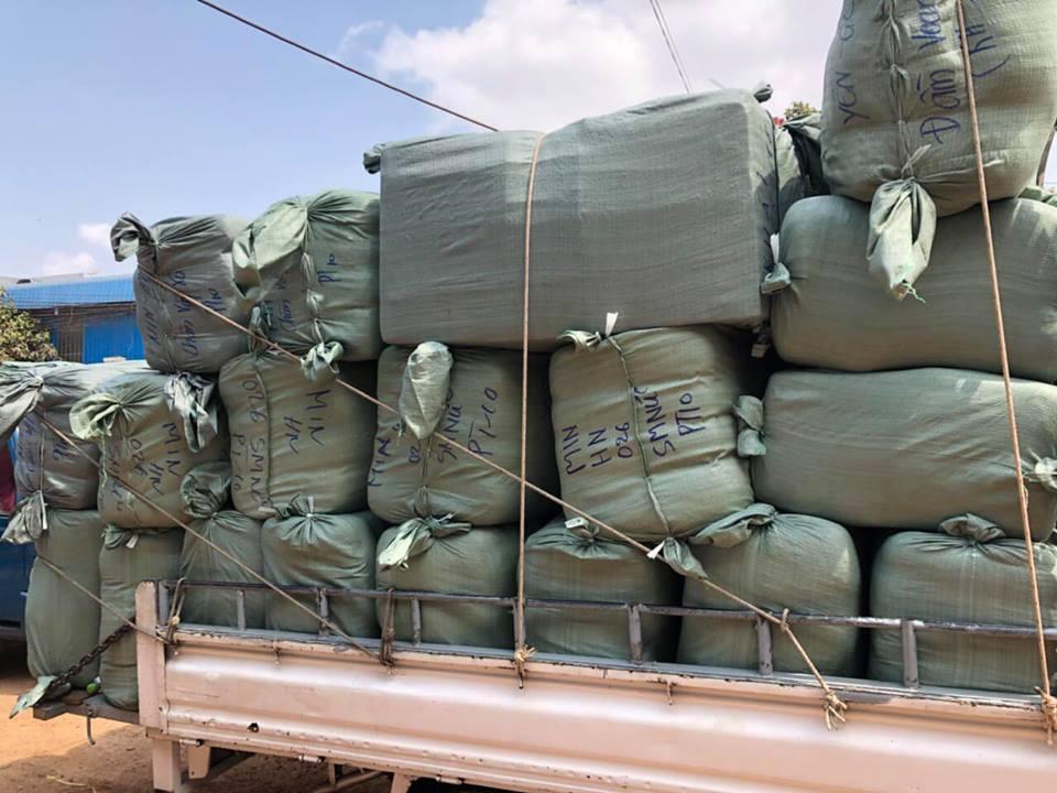 Buôn hàng thùng từ Campuchia