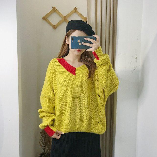 Nổi bật ấn tượng với áo len vàng tươi tắn