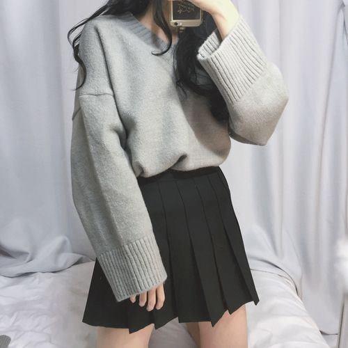 Trẻ trung, năng động với áo len cổ V trong thời tiết thu đông