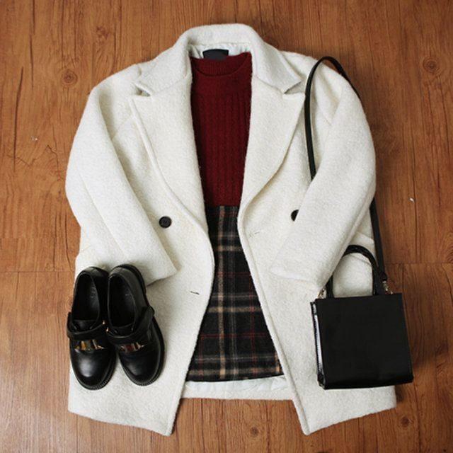 Diện áo khoác trắng cho mùa đông không hề nhàm chán
