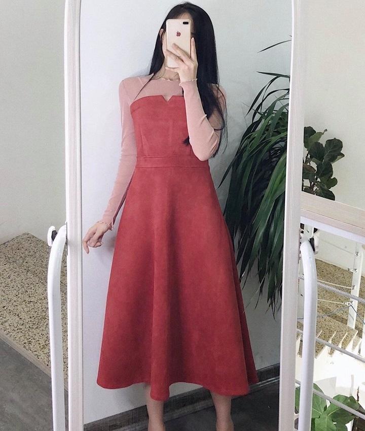 Dịu dàng nữ tính với đầm dài màu hồng phấn