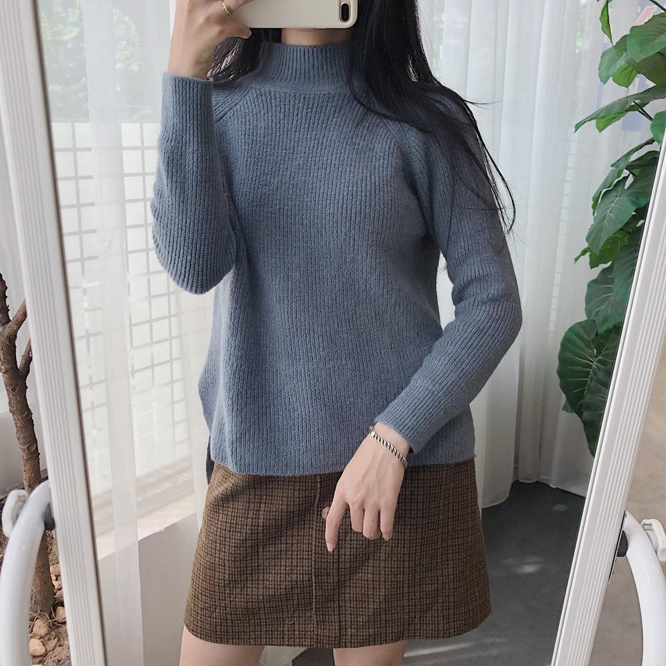 Áo len trơn – không cầu kỳ nhưng vẫn giúp các nàng nổi bật