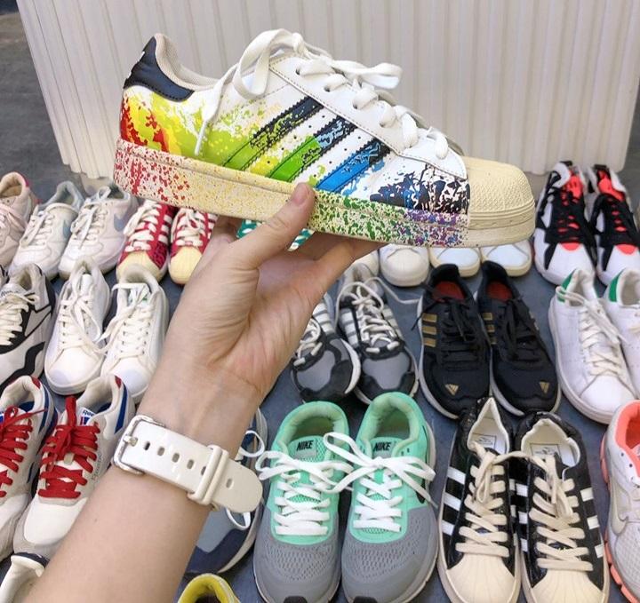 Giày hàng thùng – món đồ siêu hot không có dấu hiệu hạ nhiệt