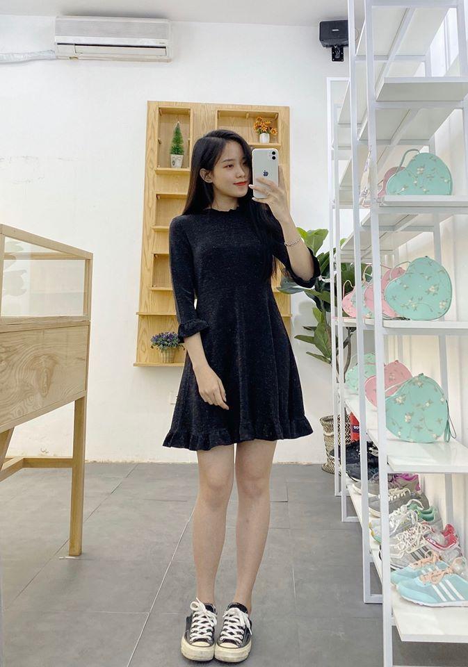 Diện mẫu váy liền thân màu đen như nào cho đẹp?