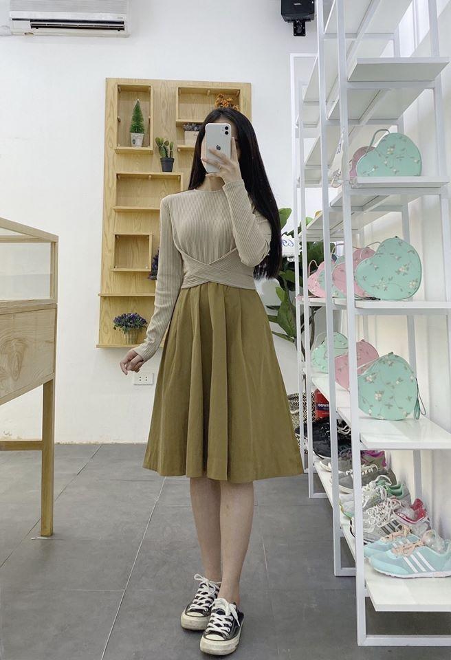 Phối đồ cùng chân váy vàng cho nàng thêm rực rỡ