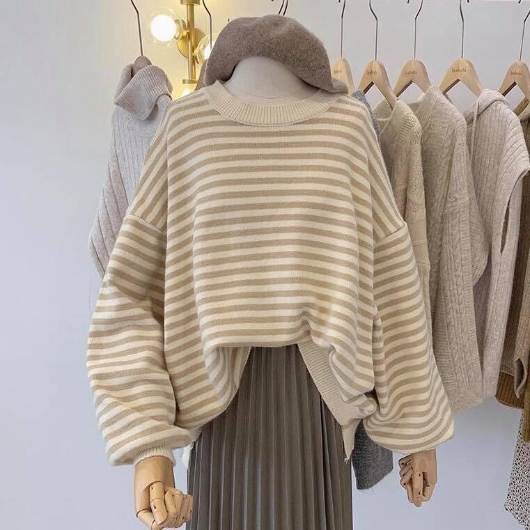 Áo len hoạ tiết kẻ ngang – trẻ trung, năng động và phong cách
