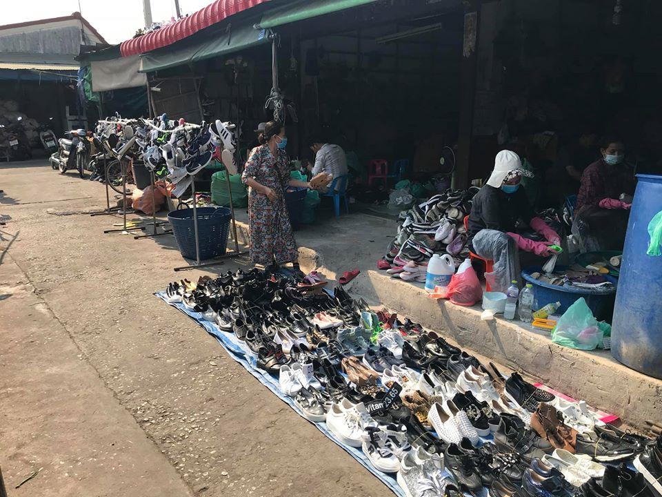 Bỏ túi bí quyết săn giày hàng thùng xịn cho nàng mê thời trang