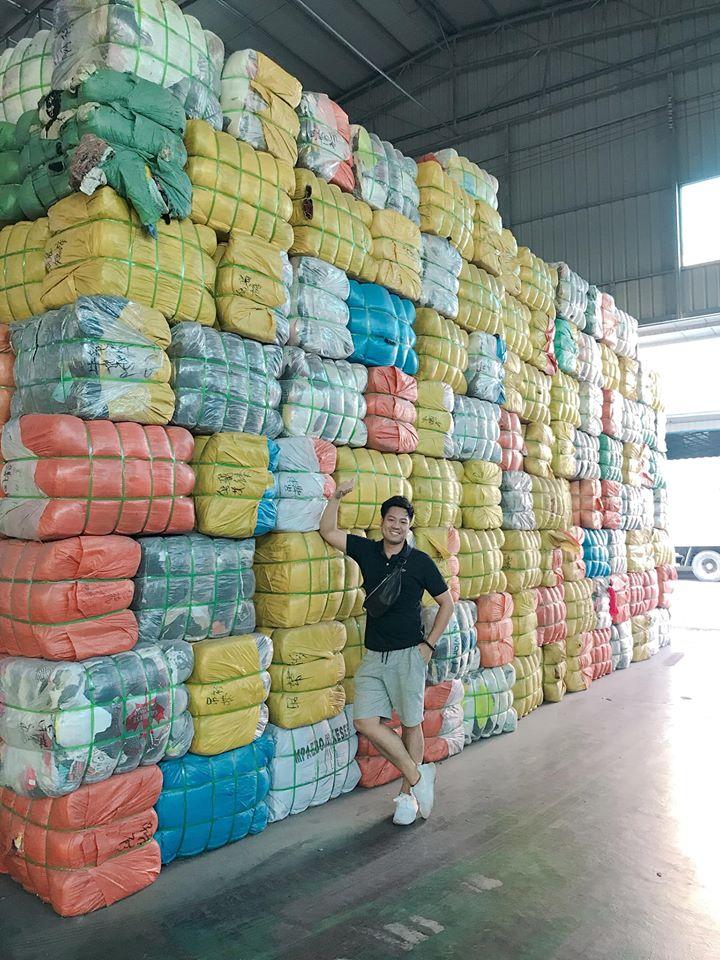 Hàng thùng bên Campuchia