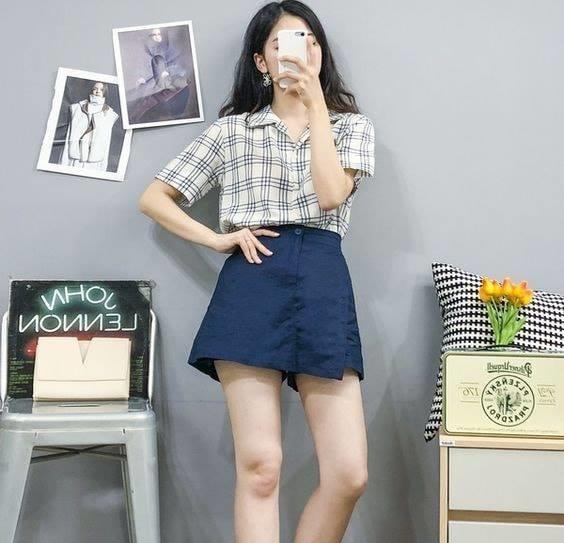 Chân váy chữ A và áo sơ mi hoạ tiết caro siêu xinh, cá tính