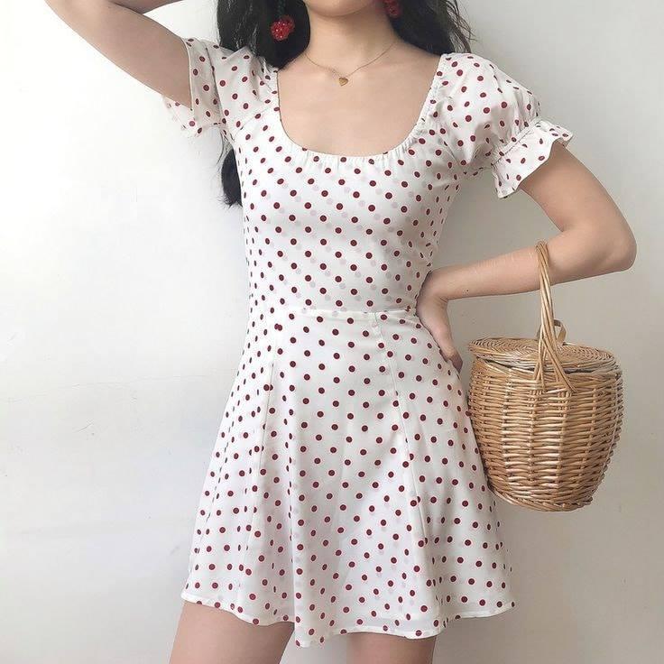 Váy cổ vuông hoạ tiết chấm bi siêu xinh và nữ tính