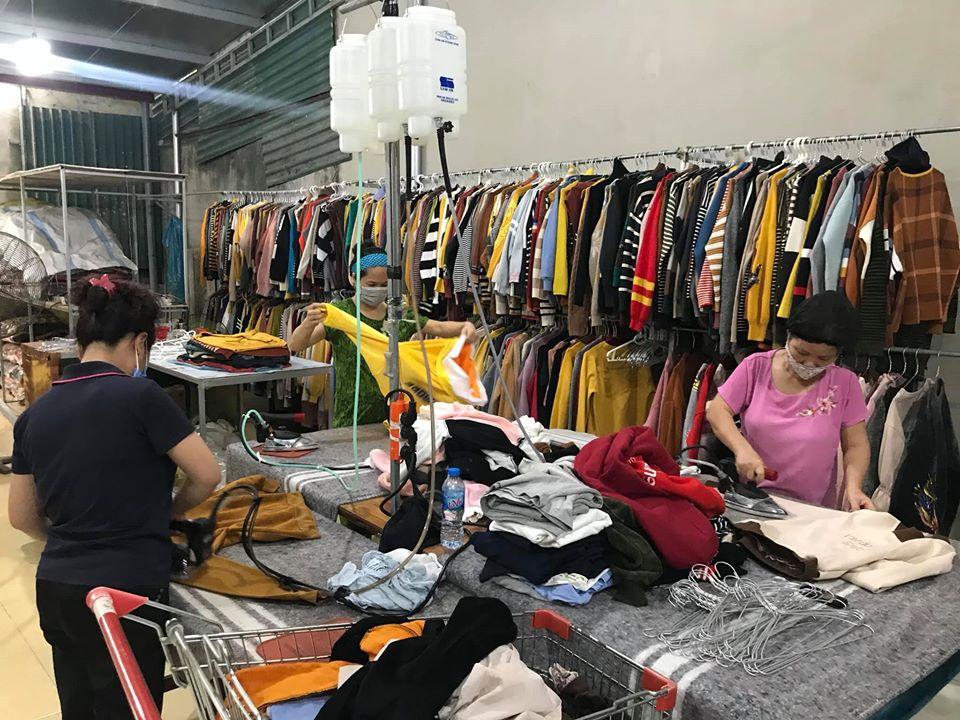 Cách làm mới quần áo hàng thùng cho các tín đồ đam mê sự độc lạ