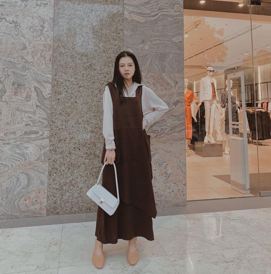 Váy yếm – item dành cho các cô nàng yêu thích sự trẻ trung, năng động