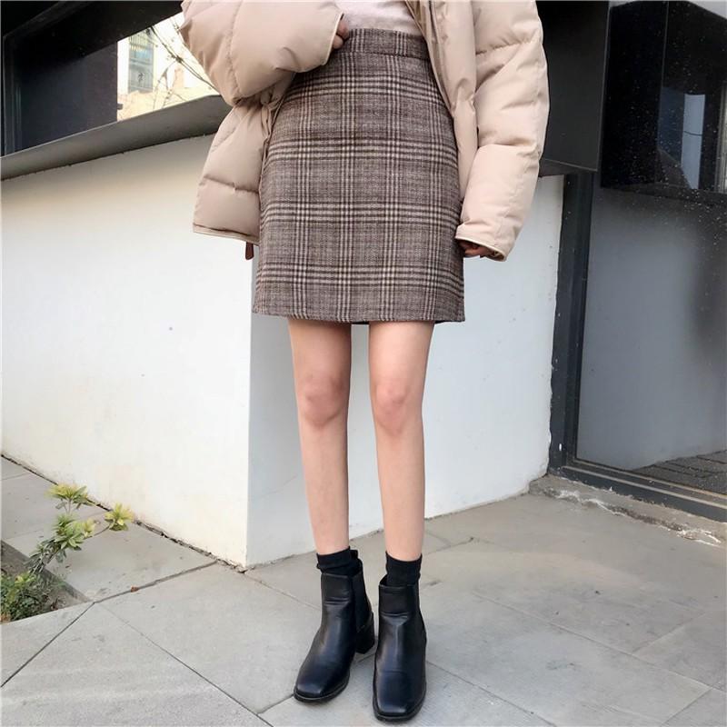 Mix chân váy kẻ caro chữ A đen trắng cho nàng xuống phố