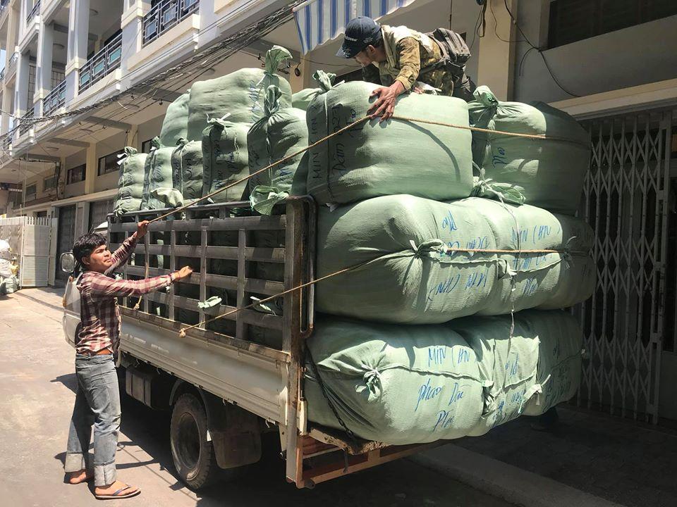 Nguồn hàng bán buôn hàng thùng nguyên kiện Hà Nội, cắt kiện uy tín, giá rẻ