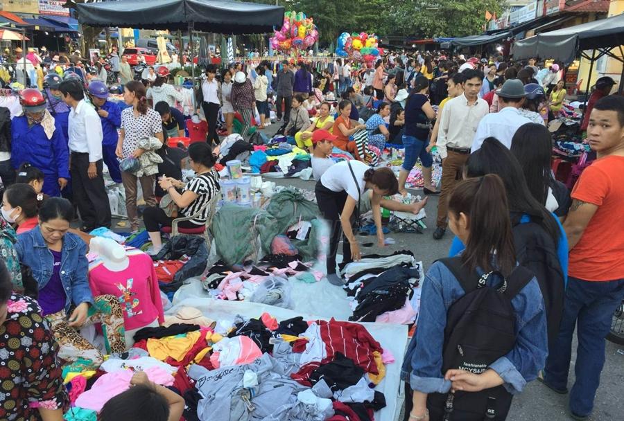 Khám phá bí quyết săn quần áo hàng thùng giá rẻ ở chợ Châu Đốc