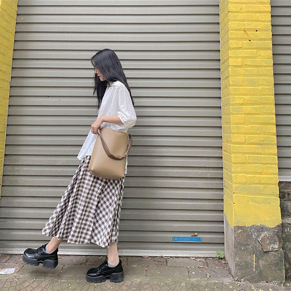 Mặc đẹp với muôn kiểu chân váy dài mùa thu đông